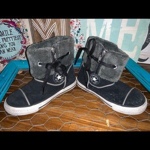 Converse high tops toddler size 9 w/ fur on top